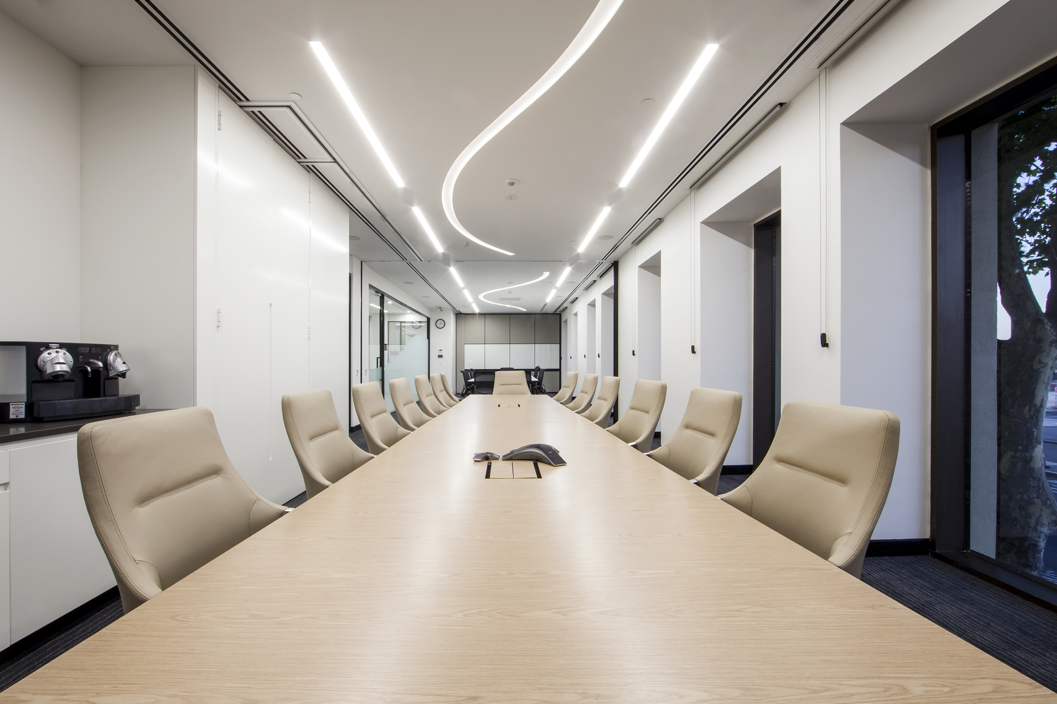 Narrow conference room - space saving